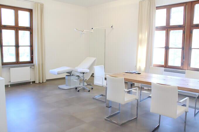 Kontakt Plastischer Chirurg Linz, Plastischer Chirurg Puchenau